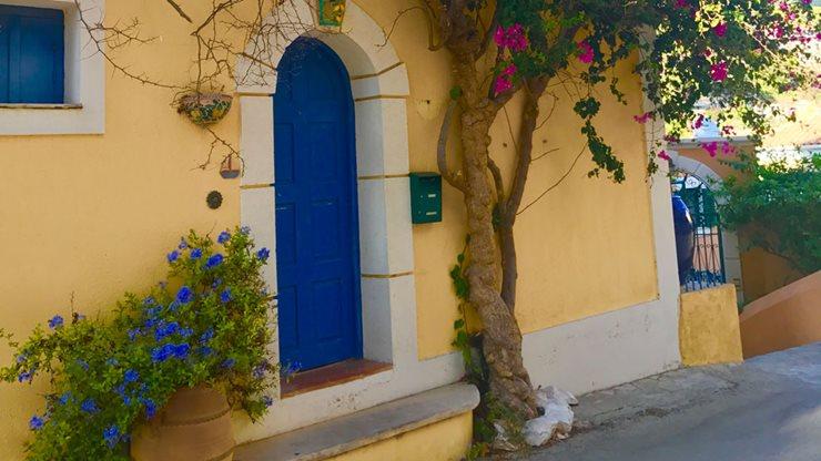 Farbenfrohes Haus auf Kefalonia in Griechenland