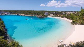 Weißer Sand und türkises Meer schmücken den Strand Cala Galdana