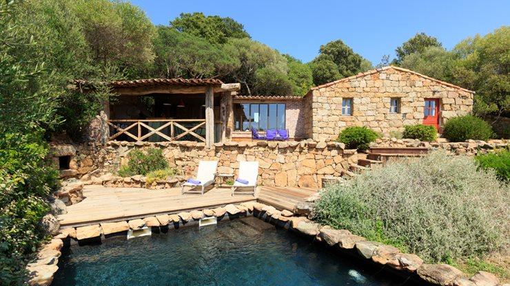 Naturbelassener Pool mit Ferienwohnung und Terrasse