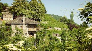 Ein idyllisches Bergdorf in Zagoria auf dem Festland in Epirus